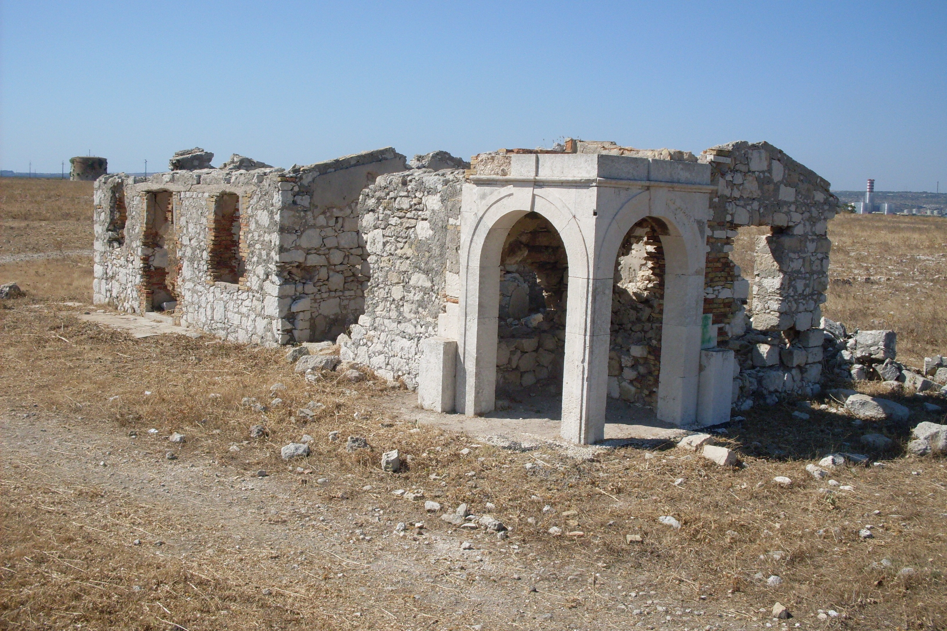 Crollata la cappella dell ex batteria navale di penisola for Priolo arredamenti roma