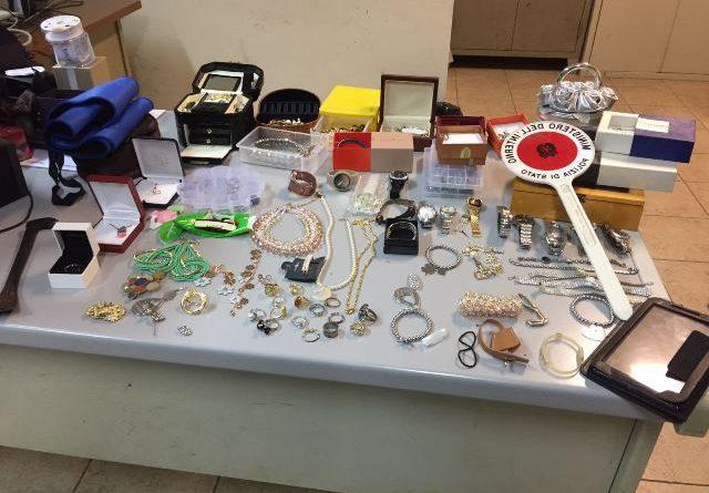 Arrestati due uomini per furto e denunciato un terzo