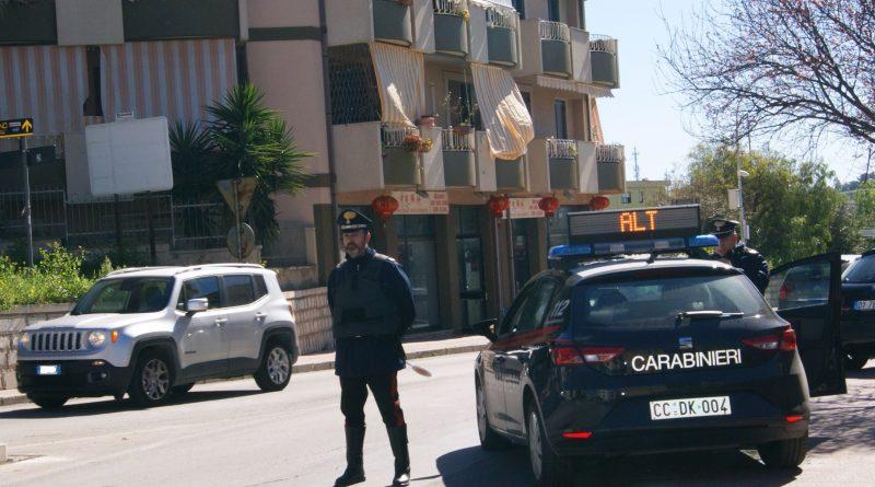 Non si ferma all'Alt e tenta di investire i Carabinieri. Denunciato