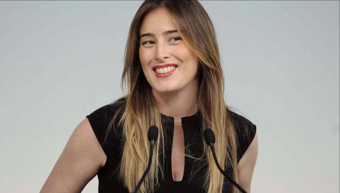 Maria elena boschi sabato a catania insieme a micari per for Parlamentari pd donne