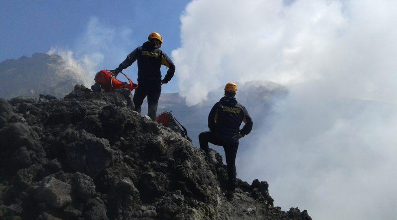 Denunciata una guida abusiva durante un'escursione sull'Etna