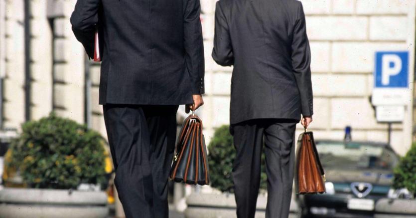 300 collaboratori contrattualizzati dai 70 deputati for Deputati siciliani