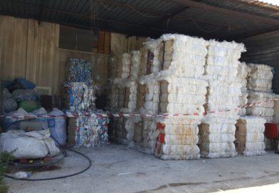 Siracusa: Sequestrati 2 capannoni abusivi contenenti cartone e plastica