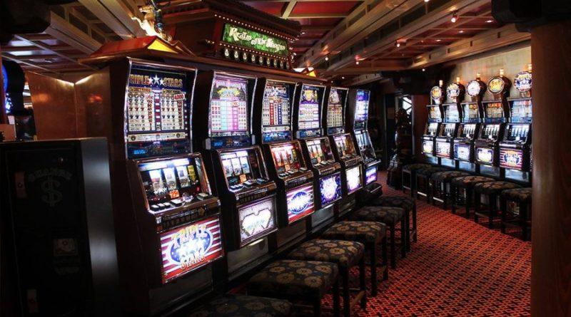 Siracusa: Controlli amministrativi in 50 attività commerciali per reprimere l'uso di macchinette
