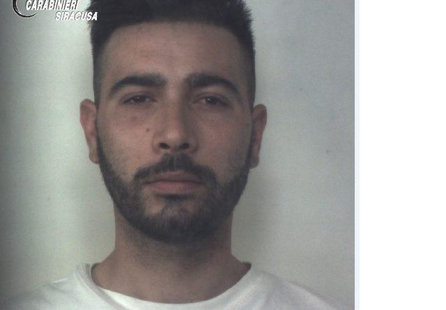 Siracusa: A bordo di uno scooter con droga e soldi, arrestati 2 giovani