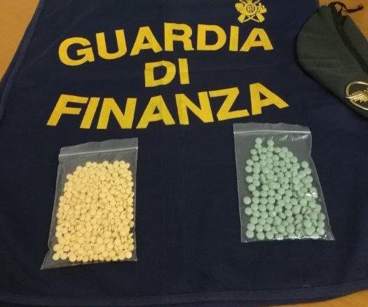 La Guardia di Finanza di Siracusa sequestra 600 pasticche a base di ossicodone