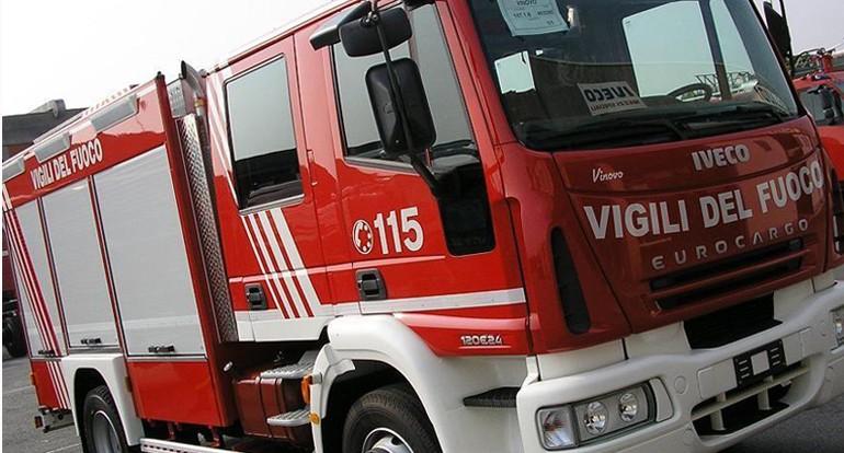Maltempo Catania: travolto anche camion dei vigili del fuoco
