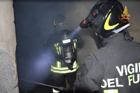 Donna muore carbonizzata a seguito di un incendio scoppiato in una villa di campagna