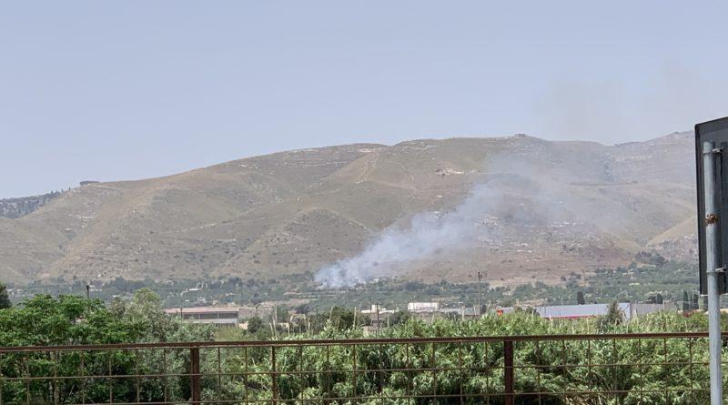 Avola: appiccato il fuoco sulla strada per Avola Antica